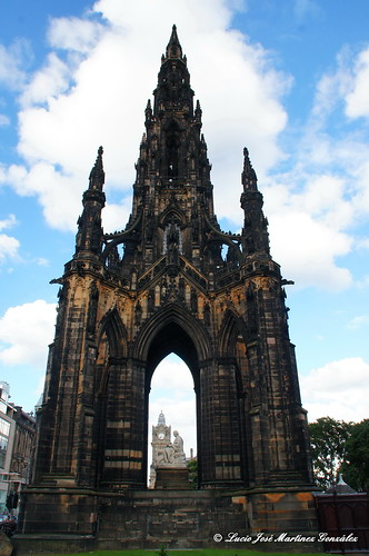 "Edinbourg - The Scott Monument • <a style=""font-size:0.8em;"" href=""http://www.flickr.com/photos/26679841@N00/14746325346/"" target=""_blank"">View on Flickr</a>"