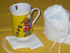 Bag Caneca - Fechamento em cordo - cor branca (www.ciadebrindes.blogspot.com) Tags: infantil oxford bags aniversrio jogo meninas almofada brinde presente estampa tecido feminina canecas lembrancinha saquinhos sublimao polister personalizadas embalagens