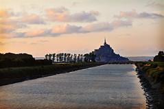 Fin d'une journée d'été (.Sophie C.) Tags: montsaintmichel baiedumontstmichel barrageducouesnon couesnon fleuve patrimoinereligieux beauvoir 50 manche normandie