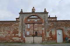 Beaumont sur Leze. Château de Vignolles (XVIIe siècle). (sergeimbert) Tags: beaumontsurlèze hautegaronne châteaux porches portails