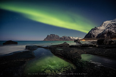 ● aurora ● uttakleiv beach ● norway ● (Oliver Jerneizig) Tags: oliverjerneizig oliverjerneizigde wwwoliverjerneizigde norwegen norway norge lofoten north wilderness landschaft landscape outdoor canon 6d canon6d uttakleiv beach aurora borealis nordlicht nordlichter northernlight northernlights hill mountain berge schnee snow winter sterne stars spiegelung grün