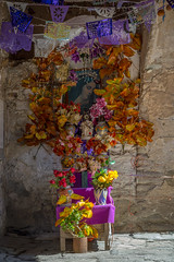 Altar (Guanajuato, México. Gustavo Thomas © 2016) (Gustavo Thomas) Tags: altar religion virgen flowers colour mexico mexican guanajuato travel catholic católico