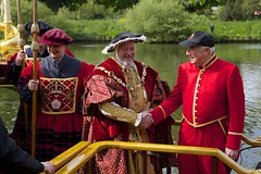 TP32 (EmmaDurnford) Tags: tudorpull 2017 hamptoncourtplace molesey teddington riverthames watermen annual rowing event palaces stela watermanscompany gloriana thamestraditionalrowingcompany flags pennants royalarms henryv111 king tudors livery boats vessels teams