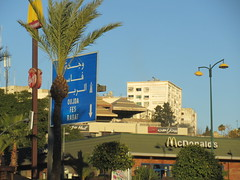 McDonald's and directional highway signs, late afternoon, Meknes, Morocco (Paul McClure DC) Tags: meknes meknès morocco almaghrib jan2017 sign architecture modern