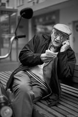 Ludwigshafen 5 (rainerneumann831) Tags: ludwigshafen bismarkstrase blackwhite streetscene mannmithandy mann telefonieren