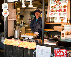 Tokyo50-49 (Diacritical) Tags: japan tokyo tsukiji food street april32017 leicacameraag leicamtyp240 summiluxm11435asph f34 ¹⁄₂₅₀sec centerweightedaverage