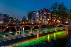 Grün beleuchtetes Dinnerboot (AnBind) Tags: holland niederlande netherlands amsterdam april noordholland nl 2017 urlaub