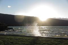 Le lac-océan (nathaliedunaigre) Tags: lac lacdannecy lake vagues waves windy wind vent venté sunset coucherdesoleil flare light lumière nature landscape paysage eau water