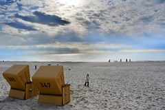 Silence at the beach (Tobi_2008) Tags: strand beach strandkorb meer sea nordsee himmel sky ciel schleswigholstein deutschland germany allemagne germania