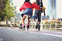 Surcando la ra (Sol Z.B.) Tags: motion movimiento bilbao roller rollerblading velocidad ontheroad fatheranddaughter patines pasvasco patinando padreehija patinar sobreelpavimento