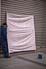 Triste es tener que pedir, pero... (MEscuderoZGZ) Tags: españa zaragoza urbana pobreza