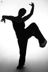 Dans la peau de mrs Jekyll (Aurelien G. Photographie) Tags: light woman black france girl silhouette hair studio dance crazy darkness skin danza femme flash makeup hyde sombre shorthair hairstyle lorraine fille jekyll metz peau coiffure moselle bestial danseuse amnville strobist strobism shadowpuppetshow approuv