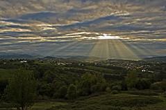 Solo es luz y norte III (pp diaz) Tags: espaa color luz atardecer asturias paisaje cielo nubes puestadesol oviedo ocaso norte montaas valles
