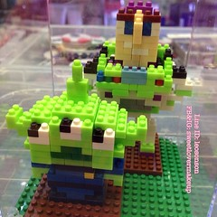 กล่องใส่ นาโนเลโก้ กล่องละ 120฿  +50฿ EMS มี 3 สี ดำ เขียวตอง เขียวเข้ม   เซท 3 สี รารา 300฿ +80฿ EMS   ขนาด กว้าง 8 cm x สูง 10 cm x ลึก 8 cm  #lego #nano #toystory#buzzlightyear#alien
