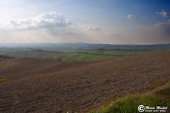 DSC_0049 (Marco Micheli) Tags: sky italy panorama cloud landscape reflex nikon italia blu natura cielo tuscany pace siena toscana terra bellezza cretesenesi sfondo d90 nikond90