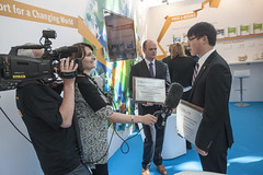 Shanjiang Zhu, Young Researcher 2014 Award winner with the media