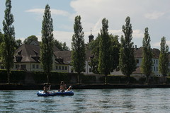 Schlauchboot Sevylor Caravelle K105 ( Gummiboot ) mit Bordhund auf dem Rhein bei St. Katharinental im Kanton Thurgau in der Schweiz (chrchr_75) Tags: dog chien rio ro river boot schweiz switzerland boat europa suisse swiss fiume rivire hund juli reno christoph svizzera fluss rhine rhein strom rin rijn jolla canot dinghy bote schlauchboot caravelle 2014 rivier  suissa joki rzeka jolle gummiboot flod sloep rhin schwimmweste chrigu 1407 sevylor hochrhein  rhenus chrchr hurni k105 chrchr75 chriguhurni bordhund chriguhurnibluemailch albumrhein gummiboote juli2014 hurni140706 albumrheinsteinamrheinrheinfall albumschlauchbootsevylorcaravellek105 albumhochrhein