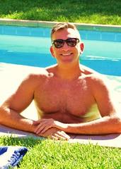 AvMem 098 (danimaniacs) Tags: shirtless man sexy guy smile daddy hunk swimmingpool mansolo avmem