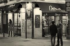 Madrid (Spain): Night life with dog (wwwuppertal) Tags: madrid blackandwhite bw monochrome night 50mm restaurant noche spain noiretblanc nacht d hauptstadt espana nighttime sw nightlife af monochrom nikkor toned notte spanien 118 castilla toning nachtleben capitalcity schwarzweis afnikkor50mmf18d kastilien nikond90 getont tonung afdnikkor1850mm