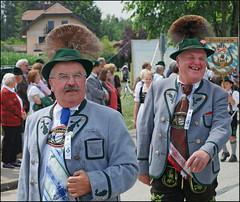 Let's have fun (mhobl) Tags: men bayern hats seeshaupt mnner festzug trachten gamsbart hingebrselt loisachergaufest