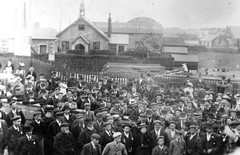 H03974 Announcing Armistice from Bridge Inn Newhaven 1918 (East Sussex Libraries Historical Photos) Tags: museum costume library caps newhaven hastings ww1 crowds 1918 armistice bridgeinn