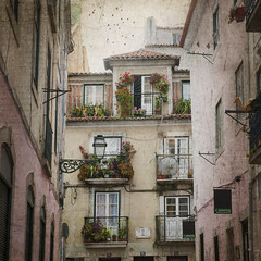 The open door (AsAbel14 - Mostly Off) Tags: travel flowers windows summer sky portugal buildings square reisen europa europe doors lisboa lisbon sommer balcony balkon fenster grunge blossoms memories himmel blumen nopeople textures ventanas lissabon residence gebude textured tren blten quadrat quadratisch wohnhaus texturen texturiert midnightstouch kimklassen