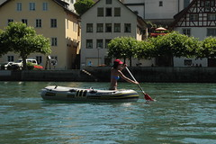 Schlauchboot Sevylor Super Caravelle XR86GTX ( Gummiboot ) auf dem Rhein bei Diessenhofen im Kanton Thurgau in der Schweiz (chrchr_75) Tags: city rio ro river boot schweiz switzerland boat europa suisse swiss fiume rivire stadt juli reno christoph svizzera fluss rhine altstadt rhein strom ville rin rijn jolla canot dinghy bote schlauchboot 2014 rivier  suissa joki rzeka thurgau jolle gummiboot flod sloep rhin kanton chrigu 1407 hochrhein  rhenus chrchr kantonthurgau hurni chrchr75 chriguhurni chriguhurnibluemailch albumrhein gummiboote juli2014 hurni140706 albumrheinsteinamrheinrheinfall albumhochrhein albumstadtdiessenhofen stadtdiessenhofen