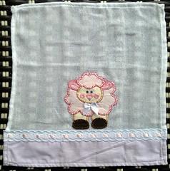Fraldinhas de boca em Patchaplique! (Cantinho do Patch by Talissa) Tags: patchwork ovelhinha fraldinhadeboca patchaplique fraldinhadebeb fraldinhadenenm