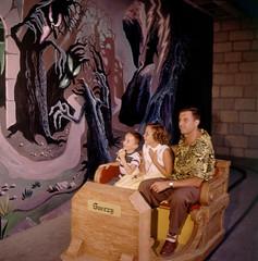 Snow White's Scary Adventure by Loomis Dean, 1955 (Tom Simpson) Tags: loomisdean vintage 1955 1950s disney disneyland vintagedisney vintagedisneyland snowwhite snowwhiteandthesevendwarfs snowwhitesscaryadventure darkride attraction ride