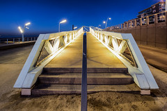 The bridge / Scheveningen 2017 (zilverbat.) Tags: denhaag bridge brug brucke zilverbat dutch scheveningen bluehour blue thehague thenetherlands lahaye scenery boulevard tripadvisor travel visit tourist tourism town toerisme urbanvibes night nightphotography nightshot nightlights nieuwbouw modern