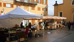 Ovada farmer's market (ScotchBroom) Tags: piemonte piedmont italia italy ovada monferrat monferrato altomonferrato farmersmarket market fruitstand