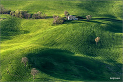 Marche countryside (Luigi Alesi) Tags: sanseverino italia italy marche macerata san severino paesaggio landscape scenery collina verde green hill luce light ombra shadow casolare campi field campagna country countryside natura nature primavera spring nikon d7100 raw tamron 70300