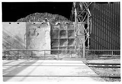 Osthafen #2 (Christoph Schrief) Tags: frankfurtammain osthafen müllvernichtung leicam2 zeisscbiogon2835 agfaapx100newneu selfdeveloped rodinal 150 10min 20° film analog sw bw