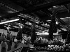 Prontos para o Abate (Ricardo Prati) Tags: photography monochrome market abacaxi banana fotografia monocromático mercado drama dramatic