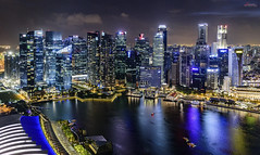 Singapore Skyline (_Hadock_) Tags: marina bay sands hotel night nightphotography photography long exposure travel holidays singapore singapur lights noche luces green pink city cityscape foto tripode tripod manfroto manfrotto beffree befree nikon d750 tamron 2470 vc f28 wide angle flare creative commons comons full resolution fullres free building skylne water reflection