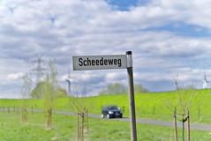 Scheideweg / Cross Road (jochenspieker) Tags: sel50f18 norddeutschland signpost