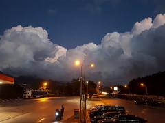 Alfaterna Est (albi_tai) Tags: samsung figofono napoli notturno autogril cielo nuvole clouds sera luce paesaggio landscape autostrada autogrill albitai albimont s7