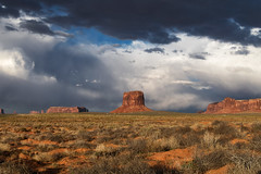 Monument Valley (Tonio06fr) Tags: spring daylight natural landscape desert colored cloudy contrasted america sky usa monumentvalley day utah mountain