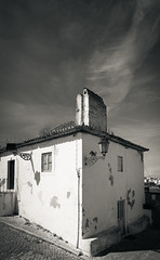 A casa do canto (p_v a l d i v i e s o) Tags: street old shadow chimney portrait blackandwhite bw house portugal monochrome arquitetura architecture casa blackwhite streetlight cobblestone oldhouse setbal canon5d typical household tones seixal casatpica arrentela polarizingfilter polarizing 24105mm adobelightroom canonef24105mmf4lisusm filtropolarizador ef24105mmf4 lr5 canon5dmk3 canoneos5dmarkiii 5d3 lightroom5 photoshopcc ilobsterit