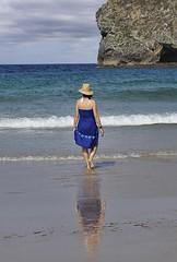 Mujer con sombrero (J. Alberto Sánchez) Tags: mar mujer agua nikon playas asturies cantábrico sango d5000 alsango verano2012