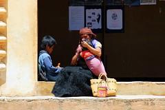 Chiapas-Personajes (jaropi) Tags: indígenas méxico sancristobaldelascasas chamulas templodesantodomingo niñosindígenas estadodechiapas