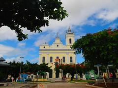 """Église jaune à côté de l'ancienne prison des esclaves • <a style=""""font-size:0.8em;"""" href=""""http://www.flickr.com/photos/113766675@N07/14200611825/"""" target=""""_blank"""">View on Flickr</a>"""