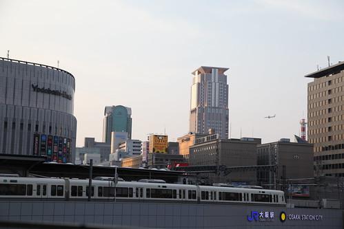 夕暮れどきの大阪駅