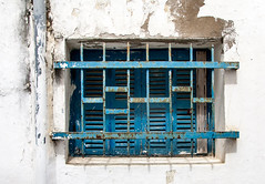 Fentre au grillage (jfgornet) Tags: bleu maroc medina grille mur fentre blanc mg7120