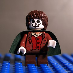 365-148 Frodead (gravescout) Tags: skull lego humor lordoftherings hobbit frodo minifigure