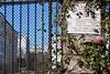 Gloires immortelles sous le lierre (Jeanne Menjoulet) Tags: paris france gloire immortelle mortpourlafrance plaque héros guerre lierre 1944 trains nazis