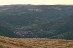 Peyre vu des champs (Michel Seguret Thanks all for 8.500 000 views) Tags: sunset field wheat coucher feld campo champ couchant millau bl aveyron ciampo
