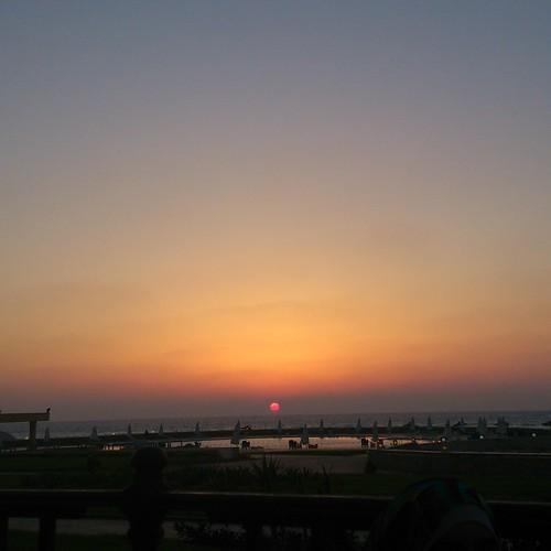 Sunset & the sea الغروب و البحر
