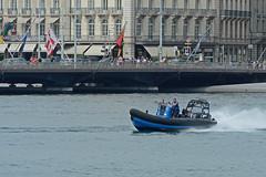 200 ans de la police Genevoise_7139 (Yves.Henchoz) Tags: lake switzerland boat suisse geneva swiss police lac bateaux genève polizei polizia genf lacléman bicentenaire nikond4 ge200ch bicentenairedegenève2014
