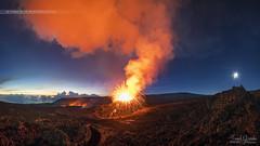 - Harmonie - (Frog 974) Tags: pitondelafournaise ngc aube éruption volcan volcanique patrimoinemondialdelunesco parcnationaldeshauts îledelaréunion lune panache coulée lave projections